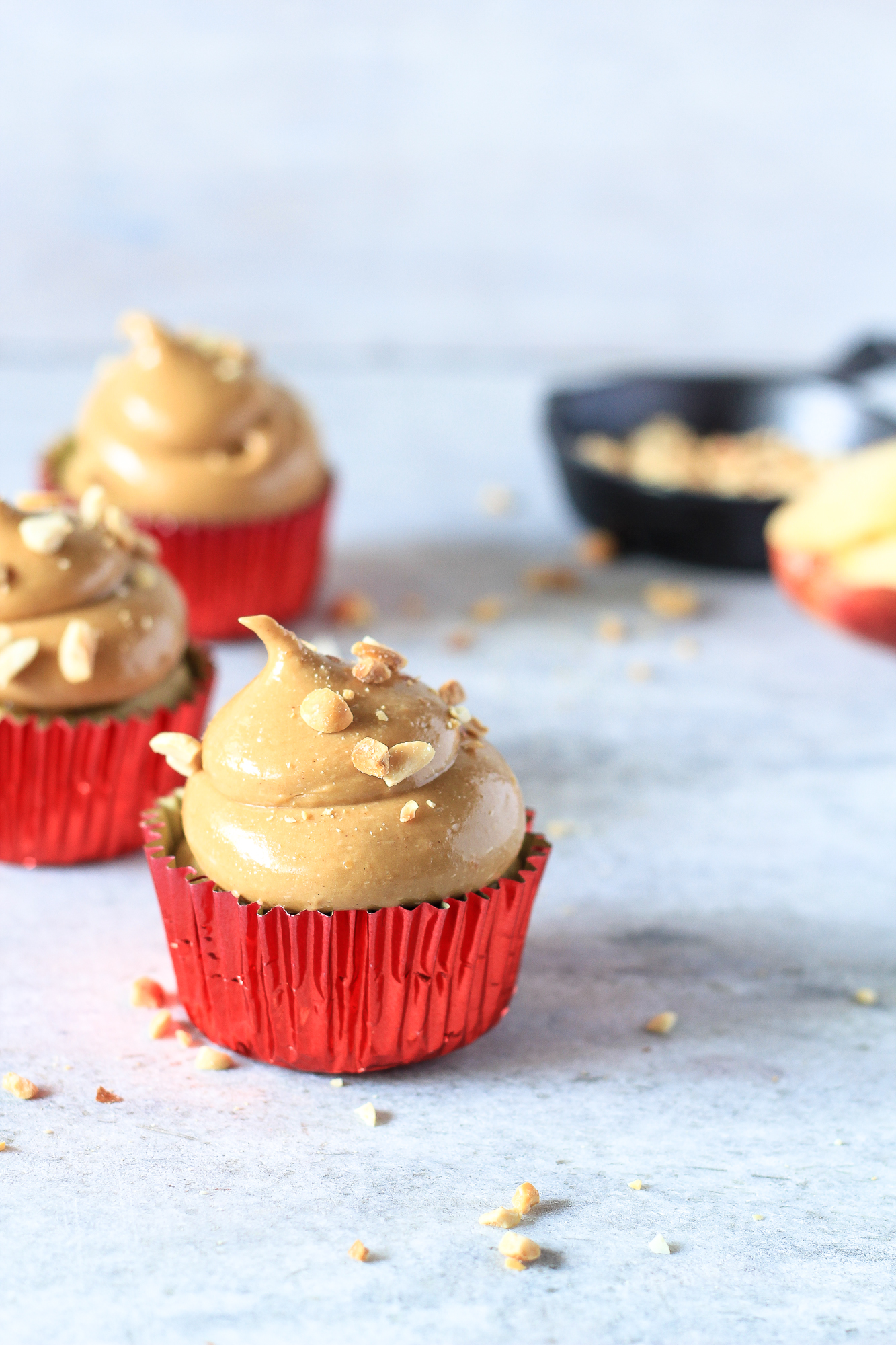 apple cupcakes with peanut butter fudge frosting 04 the cupcake confession