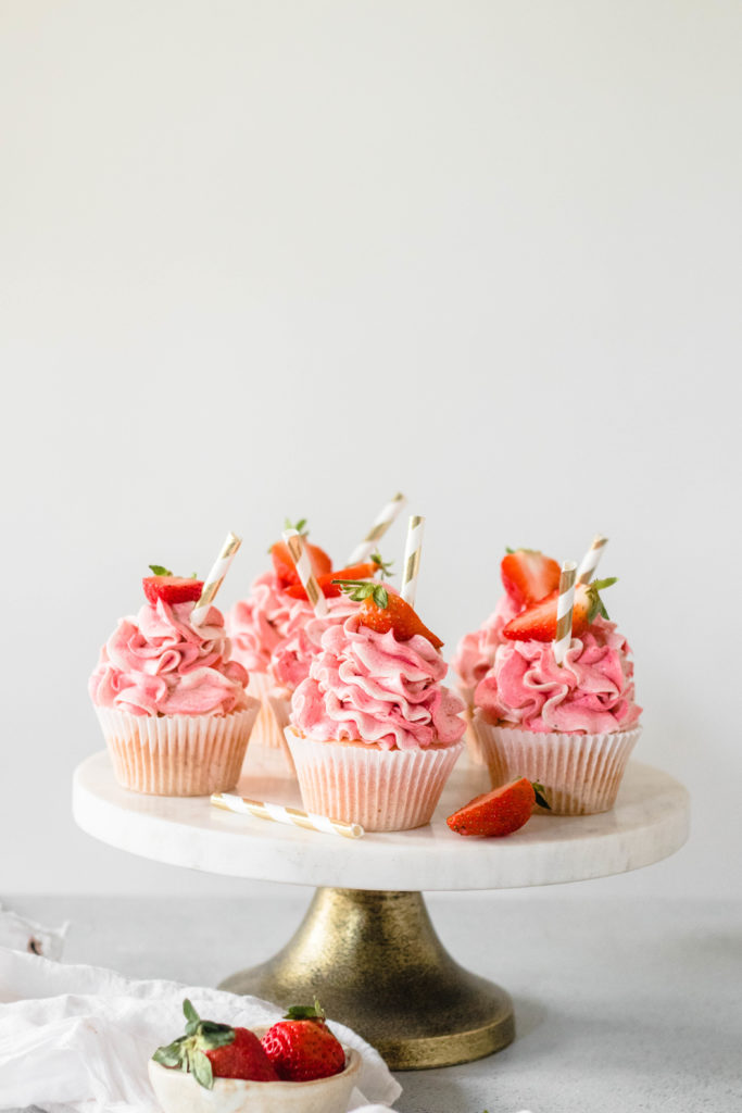 Eggless Strawberry Milkshake Cupcakes - the cupcake confession-3